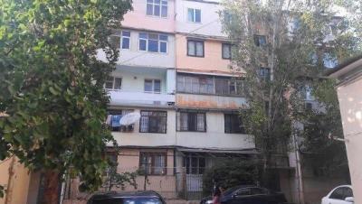 Bakı şəhəri, Nəsimi rayonu, 4-cü mikrorayon qəsəbəsində, 3 otaqlı köhnə tikili satılır (Elan: 108501)