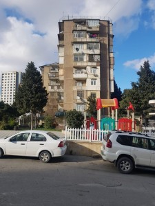 Bakı şəhəri, Binəqədi rayonu, 9-cu mikrorayon qəsəbəsində, 3 otaqlı köhnə tikili satılır (Elan: 111226)