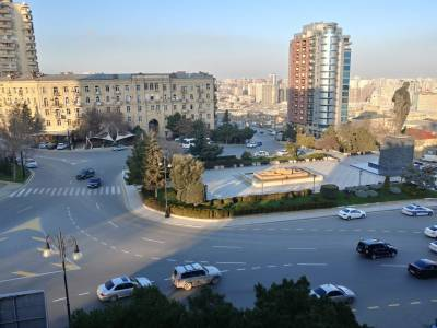Bakı şəhəri, Səbail rayonunda, 3 otaqlı köhnə tikili kirayə verilir (Elan: 166402)