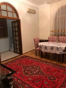 Bakı şəhəri, Nəsimi rayonunda, 2 otaqlı köhnə tikili kirayə verilir (Elan: 158151)