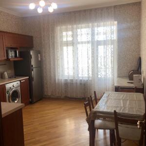 Bakı şəhəri, Nərimanov rayonunda, 3 otaqlı yeni tikili kirayə verilir (Elan: 108469)