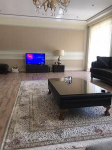 Bakı şəhəri, Yasamal rayonunda, 3 otaqlı yeni tikili kirayə verilir (Elan: 107021)