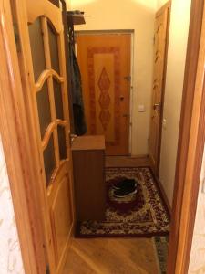 Bakı şəhəri, Binəqədi rayonu, 6-cı mikrorayon qəsəbəsində, 2 otaqlı köhnə tikili satılır (Elan: 107659)