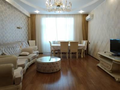 Bakı şəhəri, Yasamal rayonunda, 3 otaqlı yeni tikili kirayə verilir (Elan: 148041)