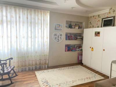 Bakı şəhəri, Binəqədi rayonu, 8-ci mikrorayon qəsəbəsində, 3 otaqlı yeni tikili satılır (Elan: 167509)