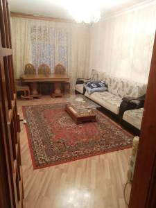 Bakı şəhəri, Binəqədi rayonu, 9-cu mikrorayon qəsəbəsində, 3 otaqlı köhnə tikili kirayə verilir (Elan: 138389)