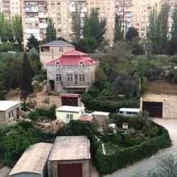 Bakı şəhəri, Xətai rayonu, Köhnə Günəşli qəsəbəsində, 5 otaqlı köhnə tikili satılır (Elan: 193739)