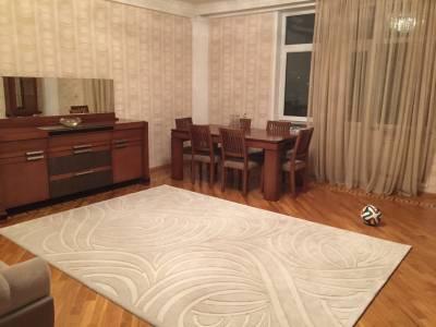 Bakı şəhəri, Nəsimi rayonunda, 4 otaqlı yeni tikili kirayə verilir (Elan: 160344)