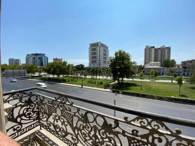Bakı şəhəri, Yasamal rayonunda, 3 otaqlı köhnə tikili satılır (Elan: 162169)