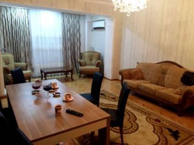 Bakı şəhəri, Yasamal rayonunda, 5 otaqlı köhnə tikili satılır (Elan: 154396)