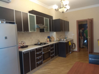 Bakı şəhəri, Yasamal rayonunda, 2 otaqlı yeni tikili kirayə verilir (Elan: 107019)