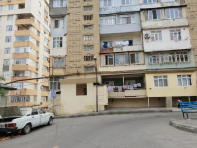 Bakı şəhəri, Yasamal rayonunda, 4 otaqlı köhnə tikili satılır (Elan: 106650)