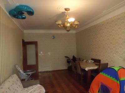 Bakı şəhəri, Binəqədi rayonu, 9-cu mikrorayon qəsəbəsində, 3 otaqlı köhnə tikili satılır (Elan: 107185)