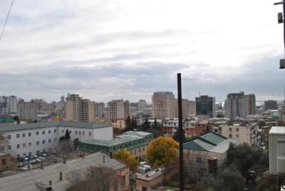 Bakı şəhəri, Yasamal rayonunda, 3 otaqlı yeni tikili kirayə verilir (Elan: 107694)