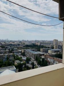 Bakı şəhəri, Binəqədi rayonu, 7-ci mikrorayon qəsəbəsində, 3 otaqlı yeni tikili kirayə verilir (Elan: 108147)