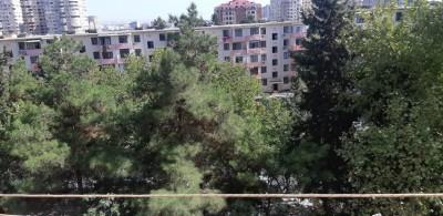 Bakı şəhəri, Binəqədi rayonu, 9-cu mikrorayon qəsəbəsində, 2 otaqlı köhnə tikili satılır (Elan: 109936)
