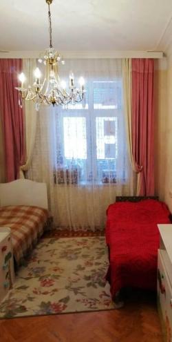 Bakı şəhəri, Yasamal rayonunda, 3 otaqlı köhnə tikili satılır (Elan: 184259)