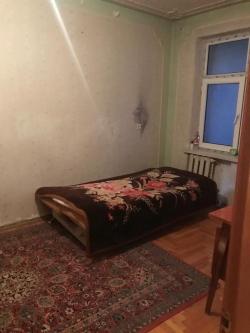 Bakı şəhəri, Nizami rayonu, 8-ci kilometr qəsəbəsində, 4 otaqlı köhnə tikili satılır (Elan: 179483)