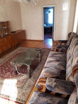 Bakı şəhəri, Səbail rayonu, Bayıl qəsəbəsində, 2 otaqlı köhnə tikili satılır (Elan: 183666)