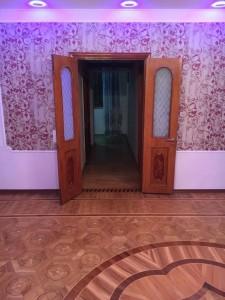 Bakı şəhəri, Nəsimi rayonunda, 4 otaqlı köhnə tikili satılır (Elan: 111140)