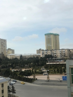 Bakı şəhəri, Yasamal rayonunda, 3 otaqlı yeni tikili kirayə verilir (Elan: 184285)