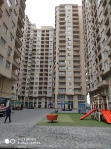 Bakı şəhəri, Yasamal rayonunda, 2 otaqlı yeni tikili kirayə verilir (Elan: 106236)