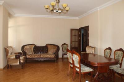 Bakı şəhəri, Nəsimi rayonunda, 3 otaqlı yeni tikili kirayə verilir (Elan: 109278)