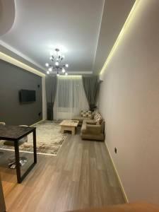 Bakı şəhəri, Yasamal rayonunda, 2 otaqlı yeni tikili kirayə verilir (Elan: 155837)