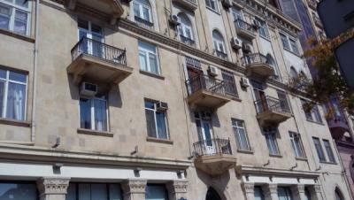 Bakı şəhəri, Nəsimi rayonunda, 4 otaqlı köhnə tikili satılır (Elan: 107111)