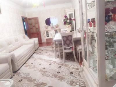 Bakı şəhəri, Binəqədi rayonu, 9-cu mikrorayon qəsəbəsində, 3 otaqlı köhnə tikili satılır (Elan: 172472)