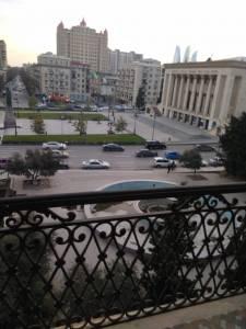 Bakı şəhəri, Yasamal rayonunda, 4 otaqlı köhnə tikili kirayə verilir (Elan: 157986)