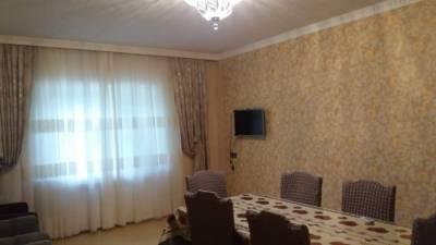 Quba şəhərində, 5 otaqlı ev / villa kirayə verilir (Elan: 142682)