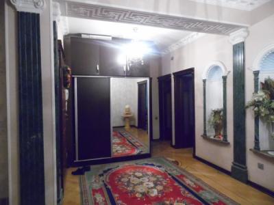 Bakı şəhəri, Binəqədi rayonunda, 4 otaqlı yeni tikili kirayə verilir (Elan: 107902)