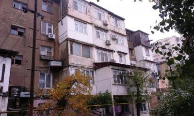 Bakı şəhəri, Nizami rayonu, 8-ci kilometr qəsəbəsində, 2 otaqlı köhnə tikili satılır (Elan: 107559)