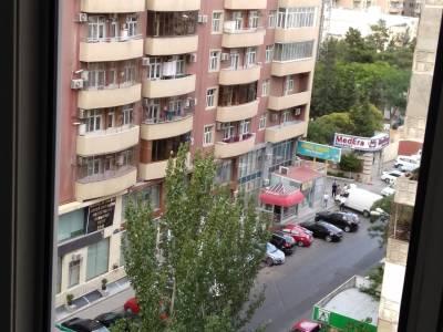 Bakı şəhəri, Binəqədi rayonu, 8-ci mikrorayon qəsəbəsində, 2 otaqlı yeni tikili kirayə verilir (Elan: 147291)