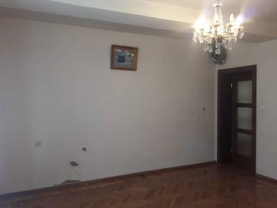 Bakı şəhəri, Yasamal rayonunda, 3 otaqlı köhnə tikili satılır (Elan: 109199)