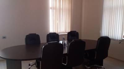 Bakı şəhəri, Nərimanov rayonunda, 10 otaqlı ofis kirayə verilir (Elan: 114927)