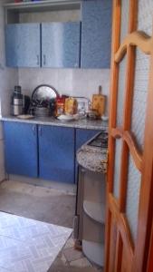Bakı şəhəri, Nəsimi rayonu, 4-cü mikrorayon qəsəbəsində, 2 otaqlı köhnə tikili satılır (Elan: 108438)