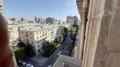 Bakı şəhəri, Nəsimi rayonunda, 3 otaqlı köhnə tikili kirayə verilir (Elan: 108239)