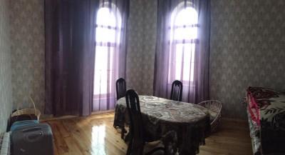 Bakı şəhəri, Nizami rayonu, 8-ci kilometr qəsəbəsində, 8 otaqlı ev / villa satılır (Elan: 109417)