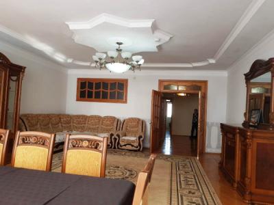 Bakı şəhəri, Yasamal rayonunda, 3 otaqlı yeni tikili kirayə verilir (Elan: 107768)