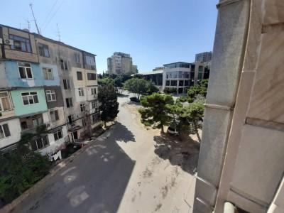 Bakı şəhəri, Nəsimi rayonu, 4-cü mikrorayon qəsəbəsində, 2 otaqlı yeni tikili satılır (Elan: 110489)