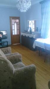 Bakı şəhəri, Nəsimi rayonu, 4-cü mikrorayon qəsəbəsində, 1 otaqlı köhnə tikili satılır (Elan: 108255)