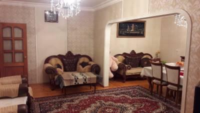 Bakı şəhəri, Nəsimi rayonu, 4-cü mikrorayon qəsəbəsində, 5 otaqlı köhnə tikili satılır (Elan: 155375)