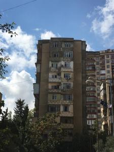 Bakı şəhəri, Binəqədi rayonu, 7-ci mikrorayon qəsəbəsində, 1 otaqlı köhnə tikili satılır (Elan: 107317)