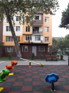 Bakı şəhəri, Binəqədi rayonu, 7-ci mikrorayon qəsəbəsində, 2 otaqlı köhnə tikili satılır (Elan: 106505)