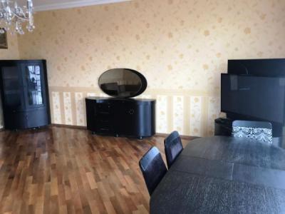 Bakı şəhəri, Nərimanov rayonunda, 3 otaqlı yeni tikili kirayə verilir (Elan: 107235)