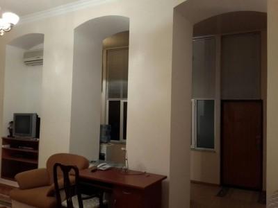 Bakı şəhəri, Səbail rayonunda, 3 otaqlı köhnə tikili satılır (Elan: 109593)