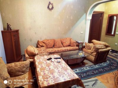Bakı şəhəri, Səbail rayonunda, 2 otaqlı köhnə tikili kirayə verilir (Elan: 107173)