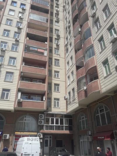 Bakı şəhəri, Nəsimi rayonu, 3-cü mikrorayon qəsəbəsində, 3 otaqlı yeni tikili satılır (Elan: 181059)